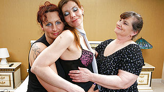 Three lesbian housewives get down and dirty