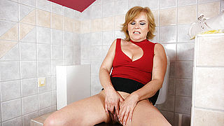 Hot blonde mature lady playing with herself
