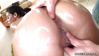 Bella Reese gets full body massage in close up