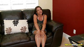 A Deep Massage Gets This MILFs Legs Wide Open For Him