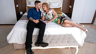 Horny mature housewife blows her toyboy and gets fucked in her shaved pussy