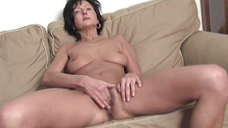 Slim mature reveals her wild side in a raw solo at home