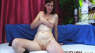 Granny Jindra Fucked On Couch By Big Young Cock