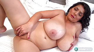 Laras Big Boobs Turn Us Into Suckers - ScoreLand
