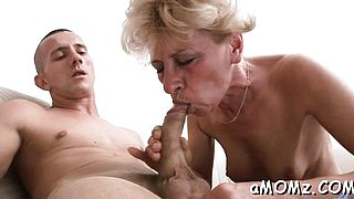 Sexy mature sucks schlong and craves for hardcore fucking
