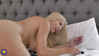 Anal sex loving old but hot mom