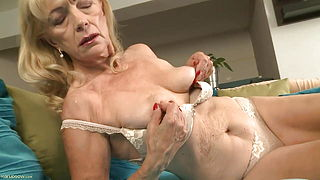 GRANNY AND HER DILDO