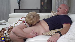 Horny mature takes daddyrsquo;s cock